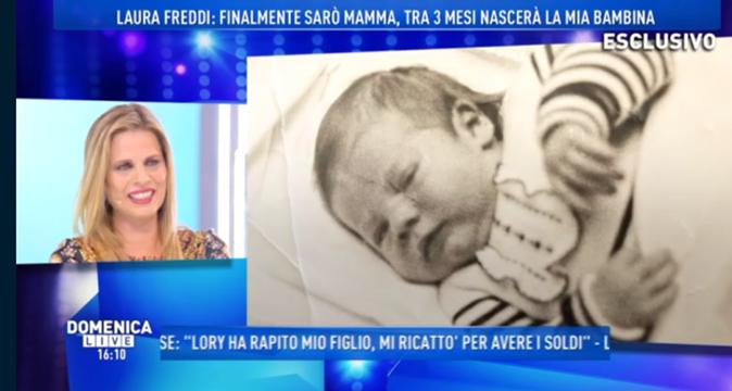 """Laura Freddi a Domenica Live al settimo mese di gravidanza: """"E' una femmina, se lui mi sposa…"""" [VIDEO]"""