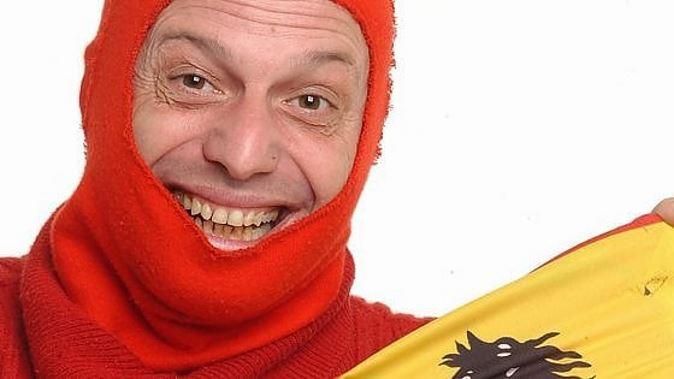Marco Della Noce, il comico di Zelig sul lastrico: scendono in campo i meccanici della Ferrari e Claudio Bisio