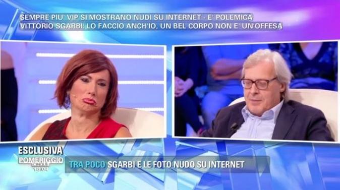 Pomeriggio 5, vip nudi su internet: Vittorio Sgarbi e Vladimir Luxuria, il divertente siparietto [VIDEO]