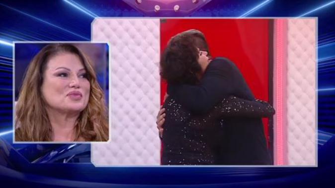 """Grande Fratello Vip, Corinne Clery ed Edoardo Ercole fanno pace: Serena impazzisce """"Ti voglio bene!"""" [VIDEO]"""