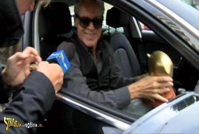"""Striscia la Notizia, Tapiro d'Oro a Claudio Baglioni in via """"preventiva"""": ecco perché"""