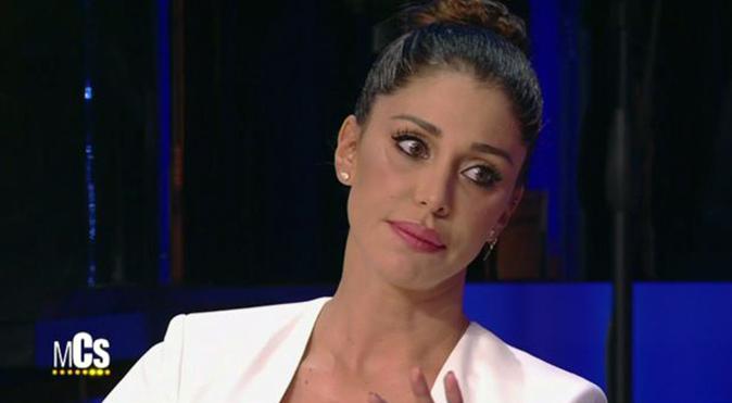 Belen Rodriguez sbotta: frecciatina a Barbara d'Urso? La showgirl difende Cecilia