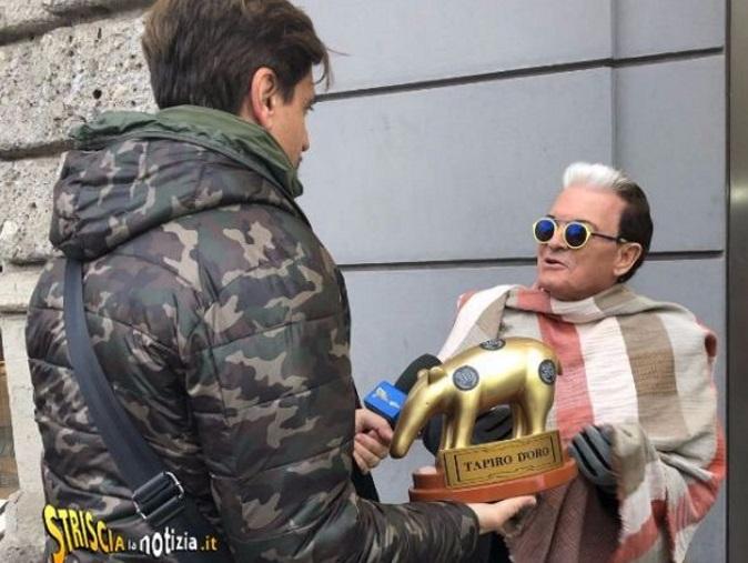 """Striscia la Notizia, Tapiro d'Oro a Cristiano Malgioglio: """"Il bacio più bello? Quello con Jeremias Rodriguez"""""""