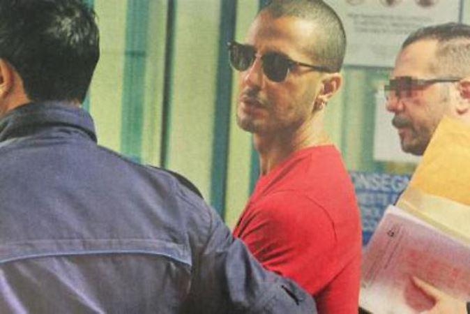 Fabrizio Corona è uscito dal carcere: l'ex re dei paparazzi torna in una comunità terapeutica