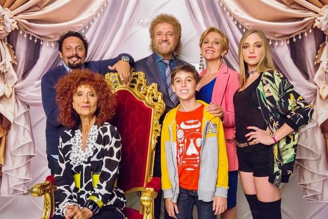 Film in Tv, Poveri ma Ricchi: stasera 24 novembre su Canale 5 con Christian De Sica e Brignano, trama e info streaming