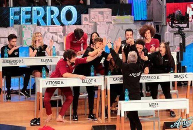 Amici 17, Paola ed Elliot eliminati: Mose, Biondo e Alessandro in sfida, il riassunto della puntata