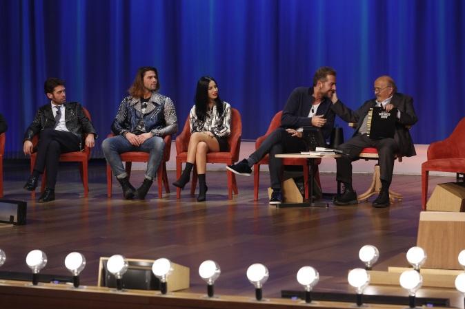 Maurizio Costanzo Show, anticipazioni 14 dicembre: Daniele Bossari e gli altri concorrenti del GF Vip 2 tra gli ospiti