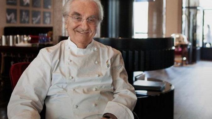 Gualtiero Marchesi è morto: addio al celebre chef, Carlo Cracco e Ernst Knam tra i suoi allievi