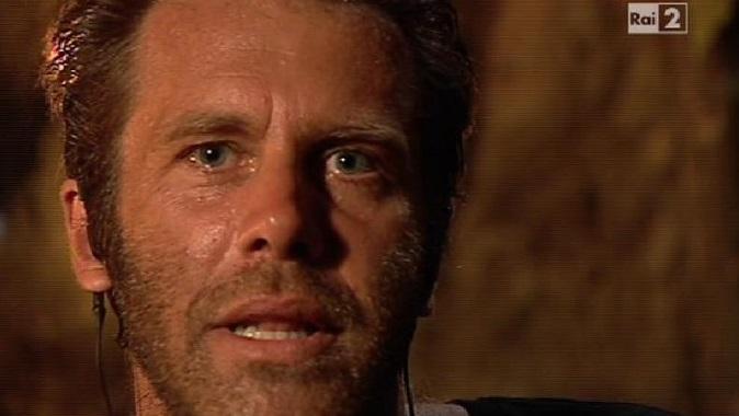 Isola dei Famosi 2018, anticipazioni: Emanuele Filiberto nel cast? Lui smentisce: botta e risposta social con Parpiglia