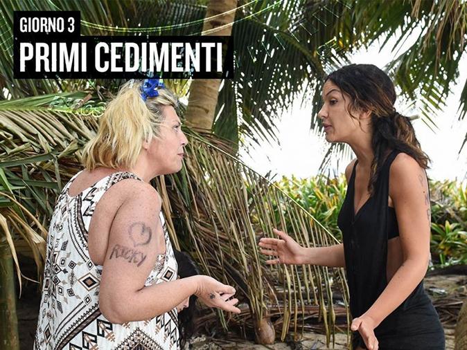 Isola dei Famosi 2018, Nadia Rinaldi e Rosa Perrotta litigano per un cocco: accuse reciproche
