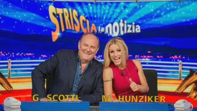 Striscia la Notizia, Gerry Scotti torna dietro il bancone con Michelle Hunziker: 'Ritorno in famiglia!'