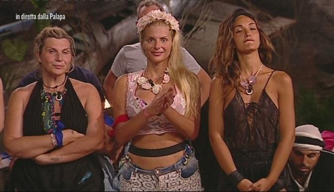 Isola dei Famosi 2018, seconda puntata: Eva Henger choc prima dell'eliminazione, Nadia, Rosa e Cipriani nominate