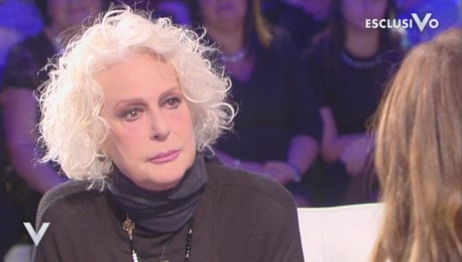 """Loretta Goggi a Verissimo: """"Mina ha ispirato la mia vita di donna, mi sono spesso sentita una gran cozza"""""""