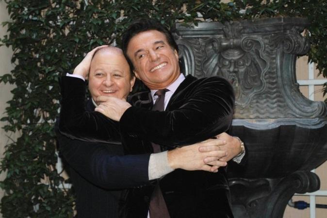 Massimo Boldi e Christian De Sica sono tornati insieme: abbracci e sorrisi al compleanno di Paolo Conticini