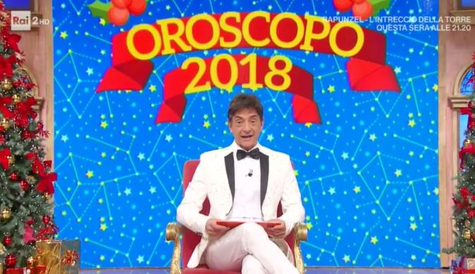 """Oroscopo 2018 di Paolo Fox, ascolti ottimi e frecciatina: """"A me non l'hanno detto, ma io ringrazio voi!"""" – VIDEO"""
