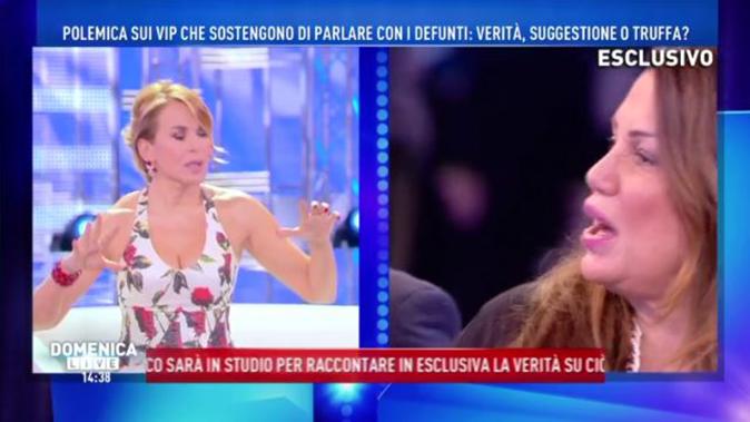 """Serena Grandi, shock a Domenica Live: """"Ho avuto una violenza da un prete"""" (Video)"""