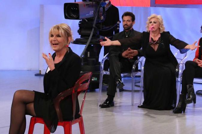 Uomini e Donne Over, anticipazioni: Domenico bacia ancora Tina, Gemma chiude con Raffaele