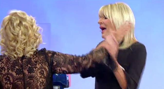 """Uomini e Donne Over, quasi rissa: Tina contro Gemma Galgani, """"Pazza, squilibrata, scema!"""" (Video)"""
