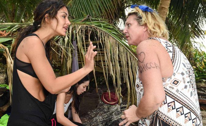 Gossip TV, Nadia Rinaldi contro le tempistiche della Henger: poi altri dettagli sul clistere a Rosa