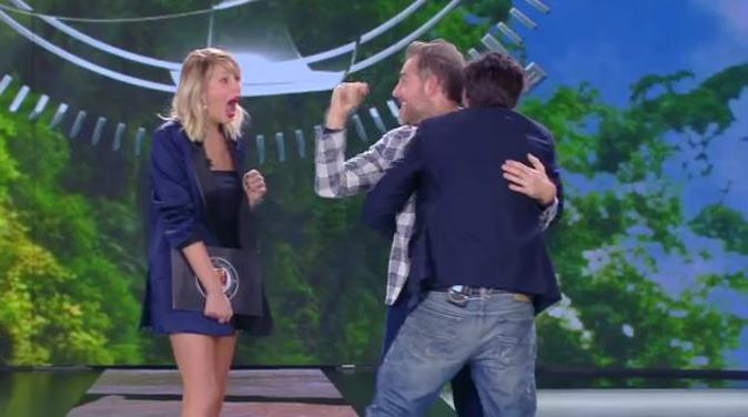 Isola dei Famosi, Daniele Bossari chiede a Lorenzo Flaherty di fargli da testimone di nozze (Video)