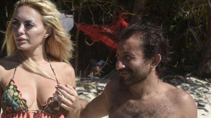 Isola dei Famosi, Elena Morali e Simone Barbato: flirt in corso come Tarzan e Jane? Ecco che succede