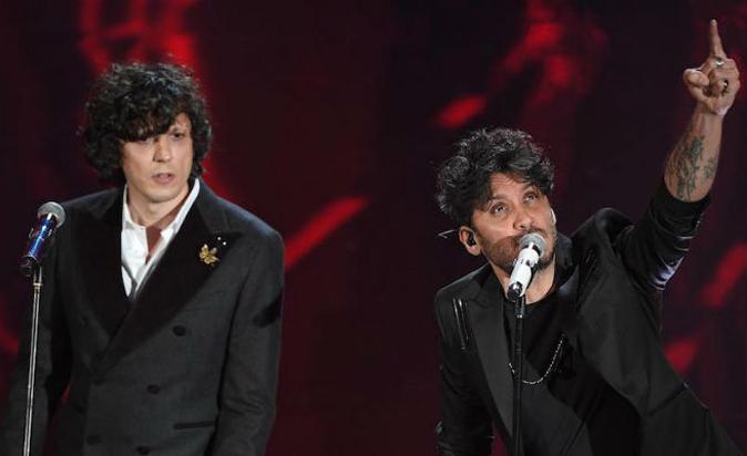 """Sanremo 2018, Ermal Meta e Fabrizio Moro sospesi dal Festival: """"Approfondimenti sulla vicenda"""" (Video)"""