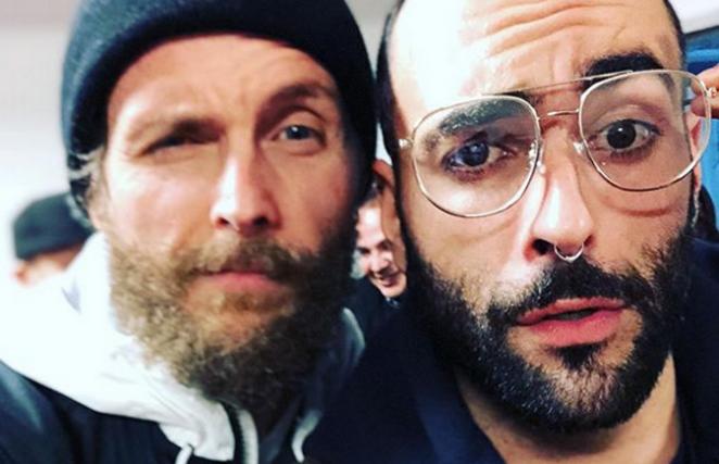 Marco Mengoni spiazza tutti e cambia look: il selfie con Jovanotti, collaborazione in vista?