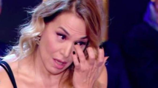 """Barbara d'Urso in lacrime: """"Era una donna bellissima, aveva 38 anni…"""" il ricordo della madre"""