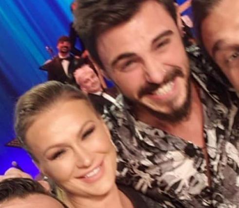 """Eva Henger e Francesco Monte, selfie insieme: Mara Venier e Karina Cascella perdono le staffe: """"Falsi!"""", e Caroletti…"""
