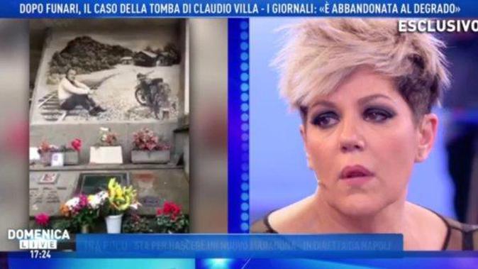 """Domenica Live, Manuela Villa in lacrime per la tomba del padre: """"La famiglia non sta facendo nulla!"""""""