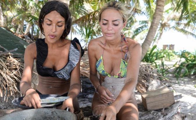 Isola dei Famosi 2018, news: Rosa ed Elena non mangiano il cibo degli altri, imbarazzo di Jonathan