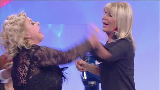 Uomini e Donne, Tina Cipollari parla del suo trono: la frecciatina all'ex e le critiche a Gemma Galgani