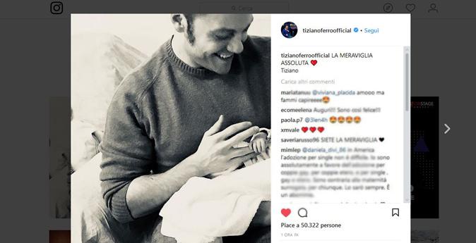 """Tiziano Ferro è diventato papà? La fotografia con il bimbo sui social, """"La meraviglia assoluta"""""""