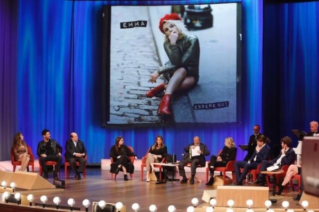 Maurizio Costanzo Show, anticipazioni: Emma Marrone, Selvaggia Lucarelli e Luca Onestini tra gli ospiti
