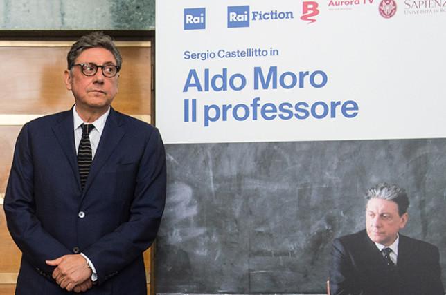 Aldo Moro, Il Professore: la docufiction con Sergio Castellitto stasera su Rai1: trama e dichiarazioni