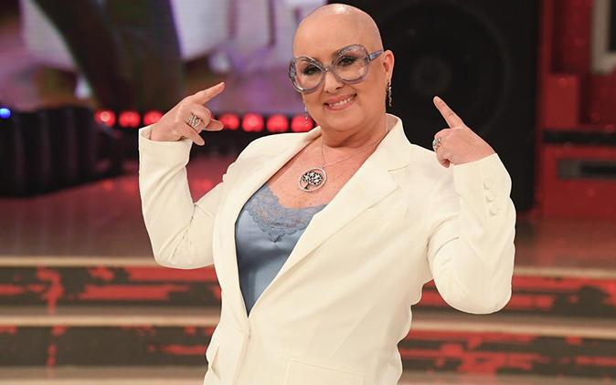 """Carolyn Smith prosegue la sua lotta contro il cancro: """"Non mi vergogno, stare senza parrucca è una scelta!"""""""