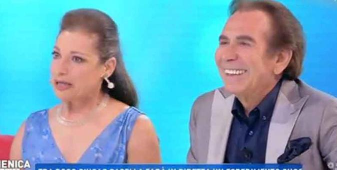 """Domenica Live, Giucas Casella presenta Valeria: la compagna """"nascosta"""" per 35 anni, ecco perché"""