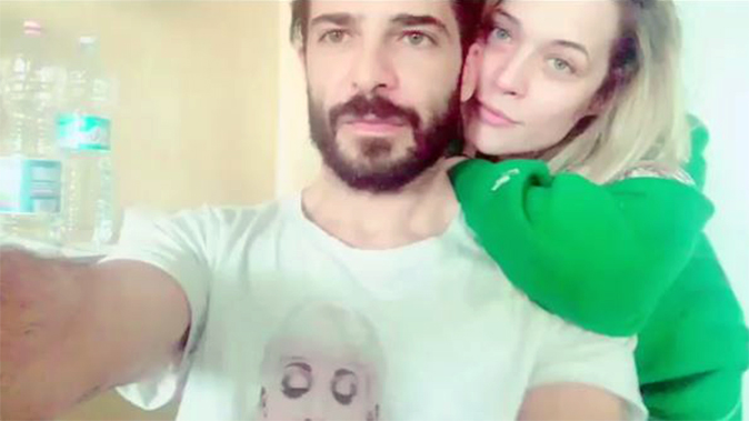 """Marco Bocci in ospedale: fan preoccupati, arriva il video insieme a Laura Chiatti, """"E' tutto ok!"""""""