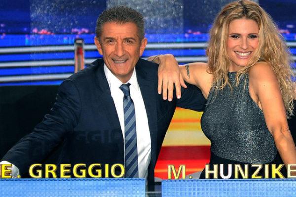Striscia la Notizia, anticipazioni: Ezio Greggio e Michelle Hunziker dietro il bancone, confermate le Veline