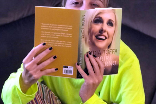 """Nadia Toffa pubblica il libro """"Fiorire d'inverno"""": """"Non si sa chi vincerà e chi ha il cancro lo sa…"""""""
