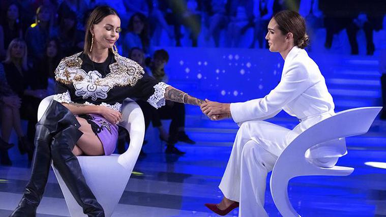 """Nina Moric a Verissimo: """"Fabrizio Corona? Ho paura faccia le cose solo per gossip!"""", tutti gli ospiti"""
