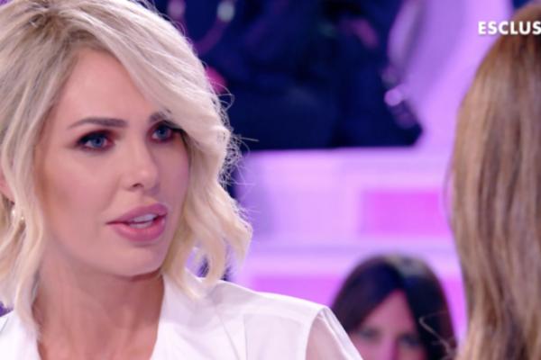 """Ilary Blasi """"indosso una parrucca"""": Silvia Toffanin sotto choc, nuovo look al Grande Fratello Vip – VIDEO"""