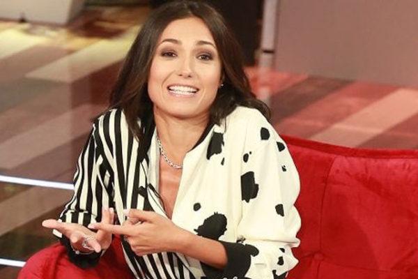 """Vieni da me, Caterina Balivo gaffe choc: """"Buon anno Fabrizio Frizzi!"""", sui social la massacrano – VIDEO"""