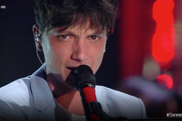 Ultimo dopo Sanremo 2019: ecco le sue parole contro i giornalisti e la giuria, poi si scusa con i fan