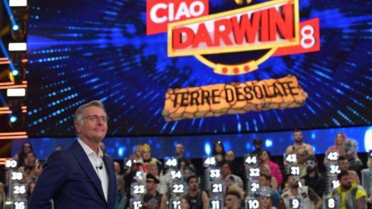 Ciao Darwin 8, anticipazioni nona puntata: Web contro TV, ospiti e Madre Natura