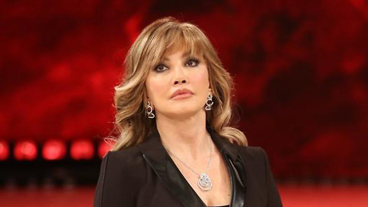"""Milly Carlucci: """"Sfuriata a Oradei? Fui costretta…"""", poi rivela di aver sentito Maria De Filippi"""
