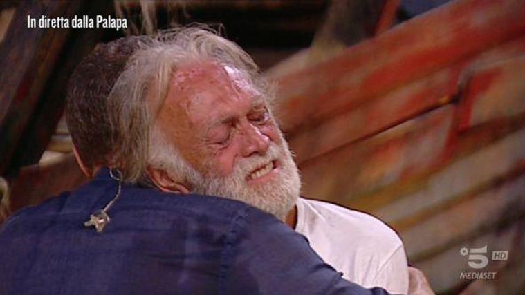 Isola dei Famosi, decisione choc di Mediaset dopo il caso Riccardo Fogli: fuori capoprogetto e alcuni autori