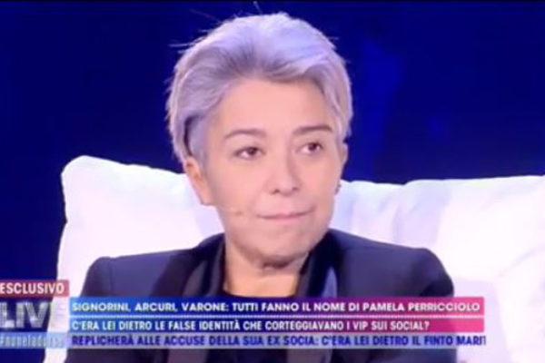 """Pamela Perricciolo a Live Non è la d'Urso: ma quale """"confessione""""? """"Mezza verità mescolata alla fuffa"""""""