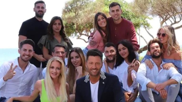 Temptation Island 2019: il promo ufficiale conferma la data di partenza il 24 giugno, ecco la foto delle coppie con Filippo Bisciglia