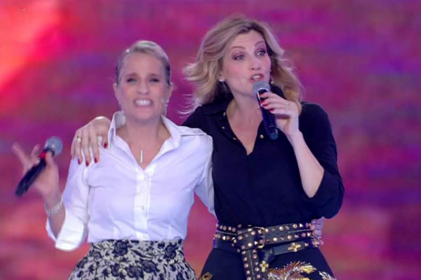 """Heather Parisi VS Lorella Cuccarini, dardo infuocato: """"Dichiarazioni sovraniste? Aiutano!"""""""